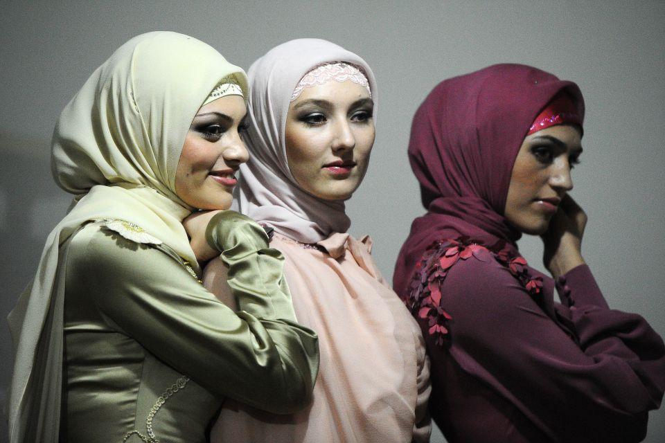 Models mit Kopftuch