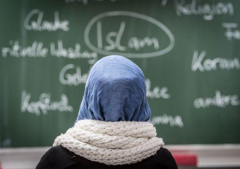 Moslemisches Mädchen: Mehrere Schüler sollen den Lehrer Samuel Paty gegenüber seinem späteren Mörder identifiziert haben