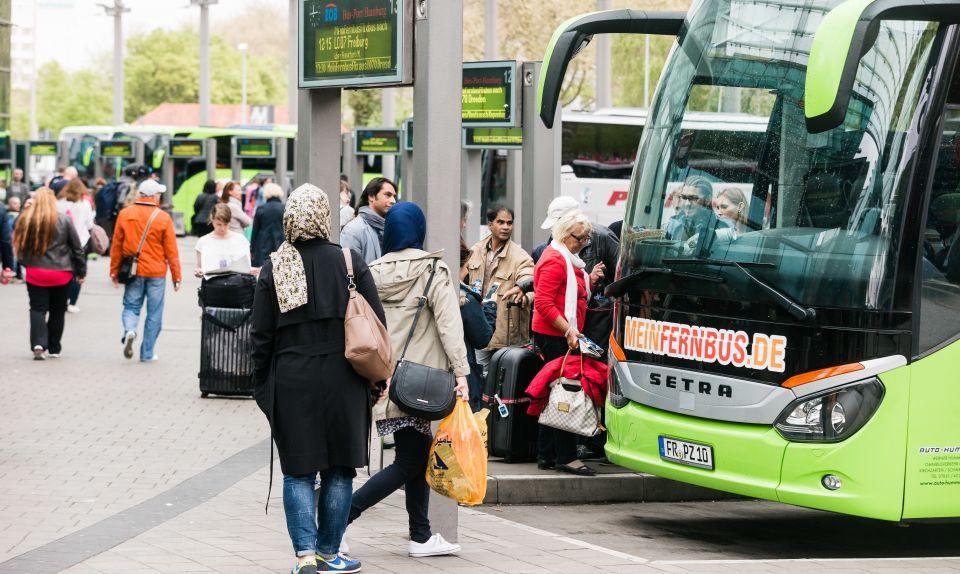 Flüchtlinge im Fernbus