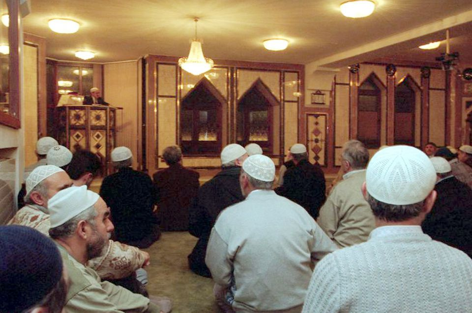 Nach der Enthauptung eines Lehrers hat Frankreichs Innenminister hat die Schließung einer Moschee angeordnet (Symbolbild) Foto: dpa - Bildfunk