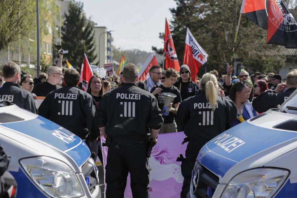 Linksradikale Gegendemonstranten