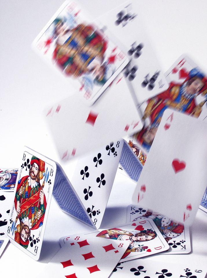 Kartenhaus kippt