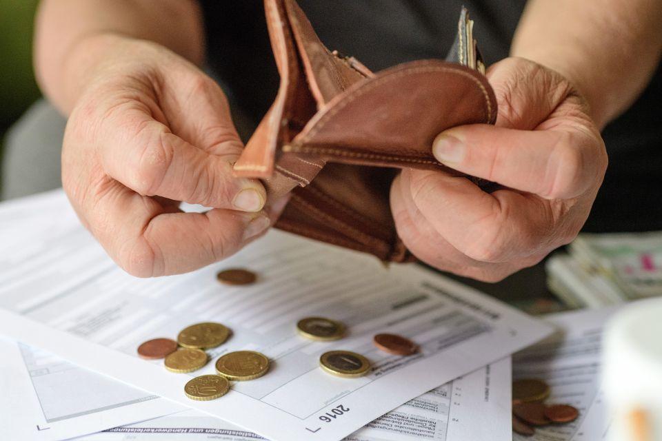 Portmone leer, Steuerbescheid