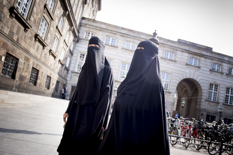 Niqab women