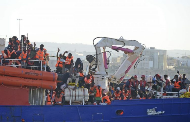 """Die """"Lifeline"""" mit 234 Migranten an Bord"""