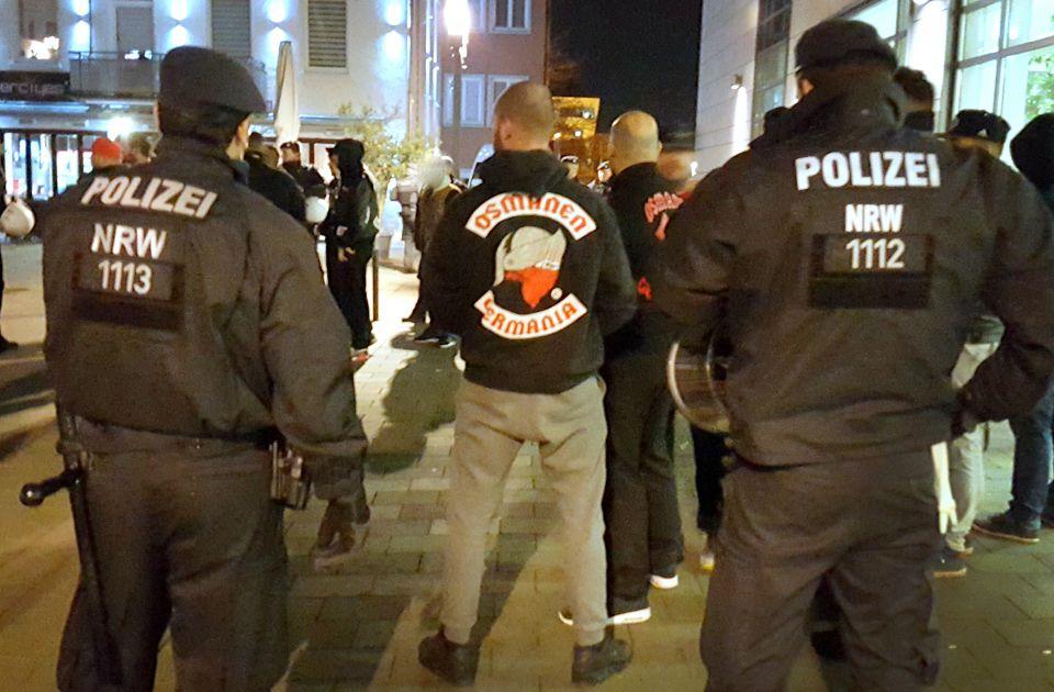 "Polizisten beobachten ""Osmanen"""