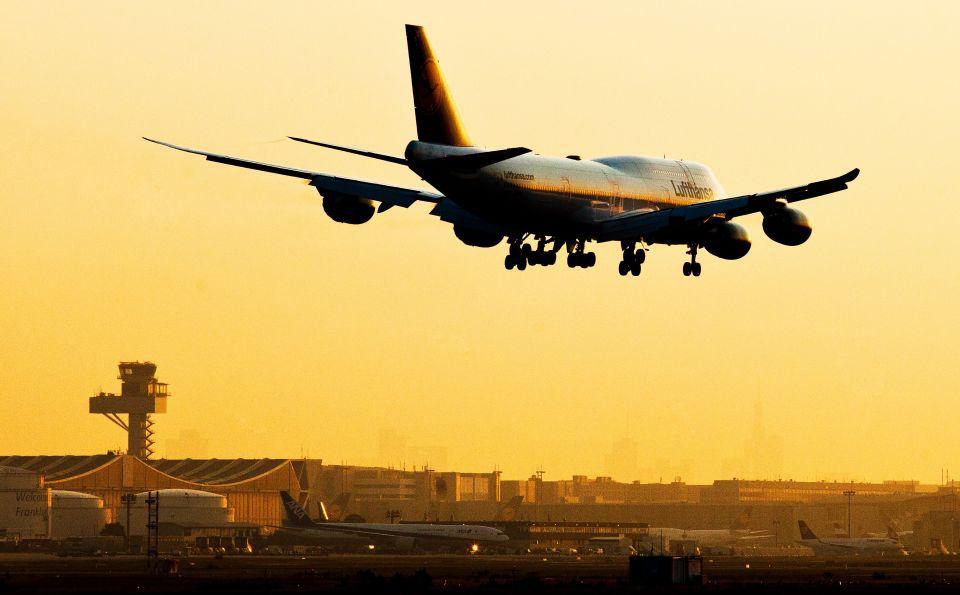 Einreise per Flugzeug: Regierung erklärt Flüchtlingszahlen zur Geheimsache