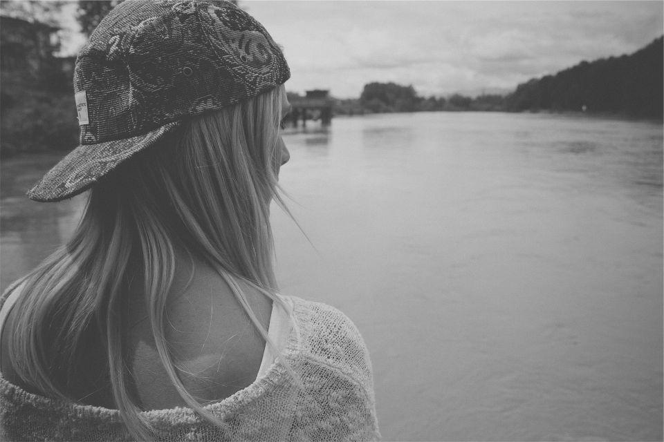 Mädchen am See