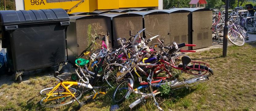 Fahrradhaufen vor Asylunterkunft