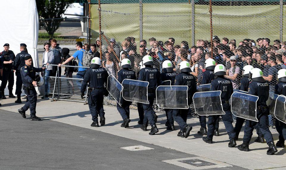 Österreichische Polizei bei Grenzschutzübung