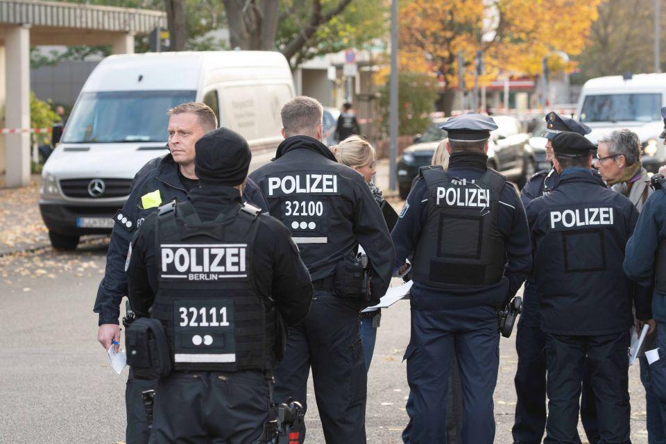 Berliner Polizisten im Einsatz (Symbolbild) Foto: picture alliance/Paul Zinken/dpa