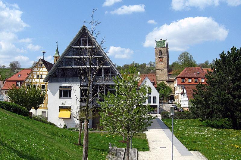 Rathaus und Kirche in Neckartailfingen