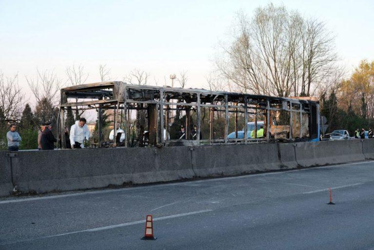 Ausgebrannter Bus bei Mailand