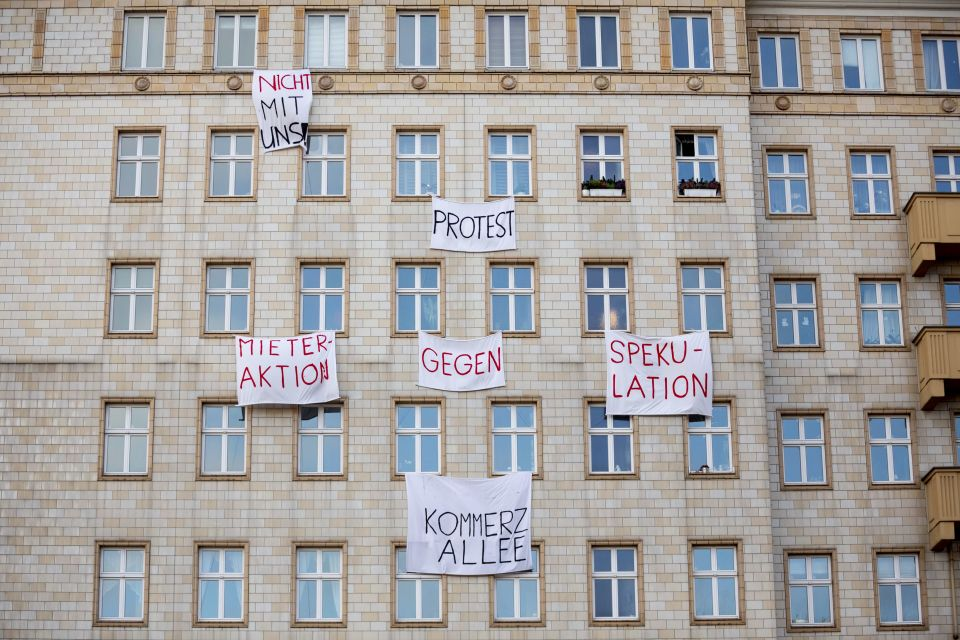 Plakate gegen Deutsche Wohnen