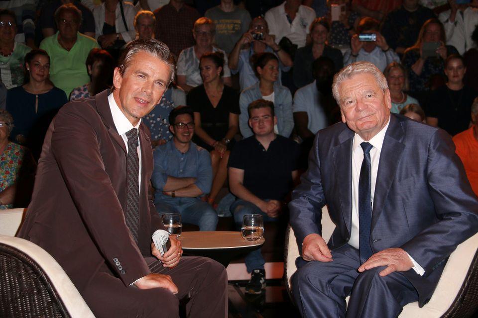 Markus Lanz und Joachim Gauck (r.)