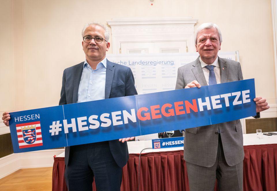 Hessens Ministerpräsident Volker Bouffier (CDU) (r.) und sein Stellvertreter Tarek Al-Wazir (Grüne) (l.) Foto: picture alliance/Frank Rumpenhorst/dpa
