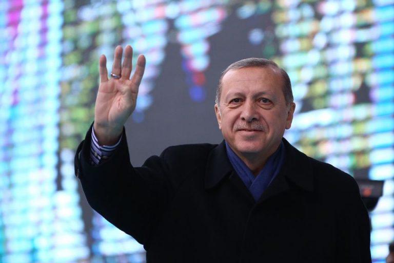 Erdogan macht Rabia-Gruß