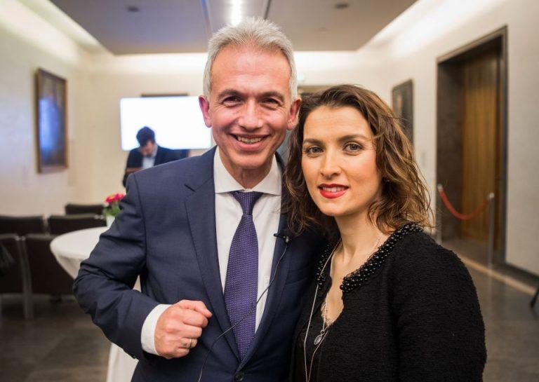 Die Frau von Frankfurts Oberbürgermeister Peter Feldmann (SPD), Zübeyde Feldmann, erhielt von der AWO ein ungewöhnlich hohes Gehalt Foto: (c) dpa