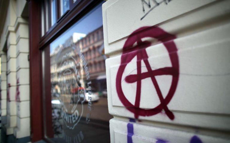 Anarchie-Zeichen in Connewitz