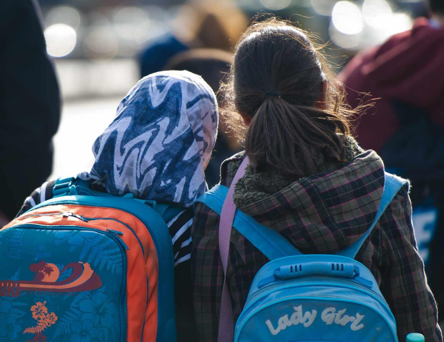 Schülerinnen: Laut einer Ifo-Untersuchung fördert die deutsche Staatsbürgerschaft die soziale Integration von Einwandererkindern