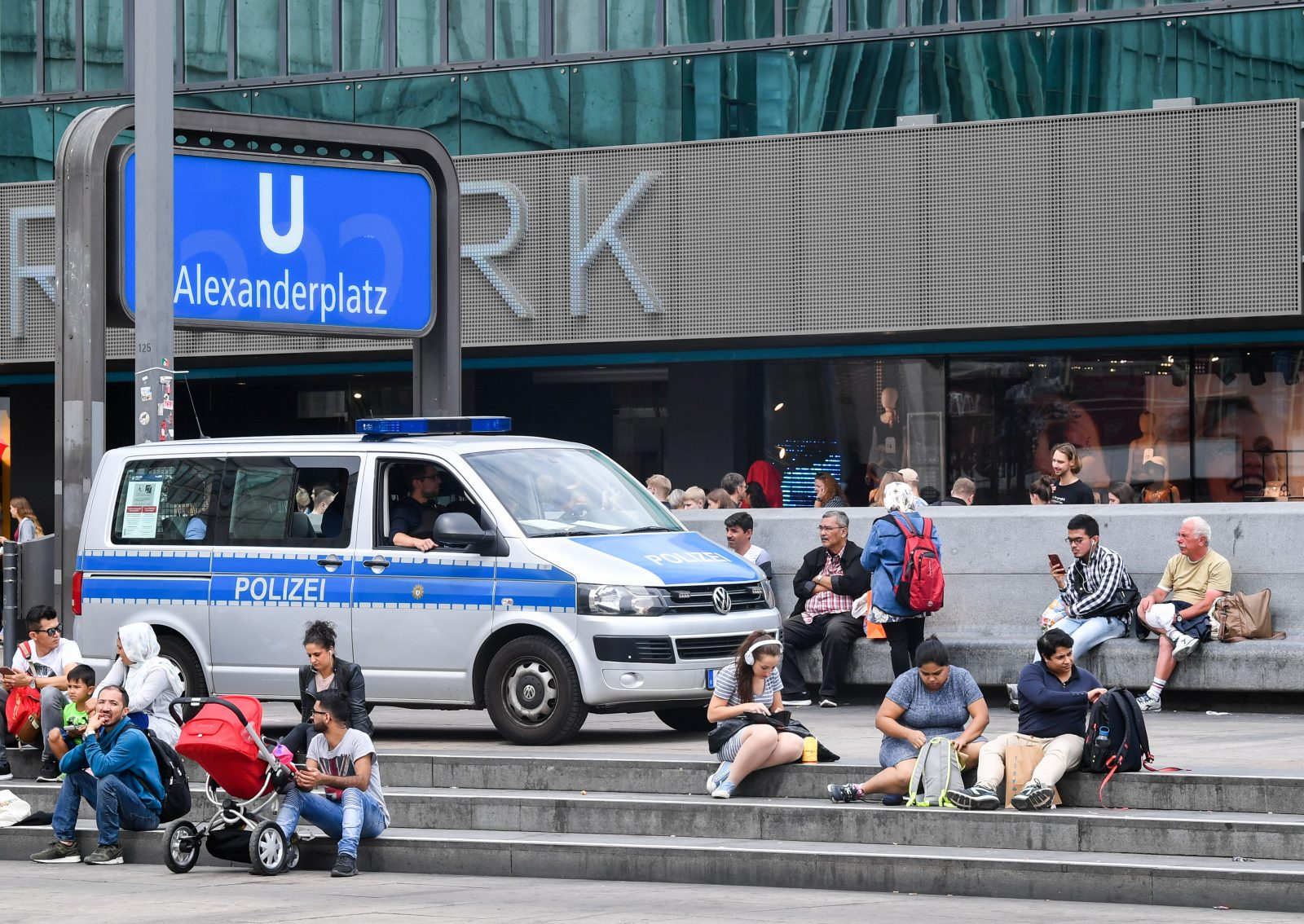 Polizei am Alexanderplatz