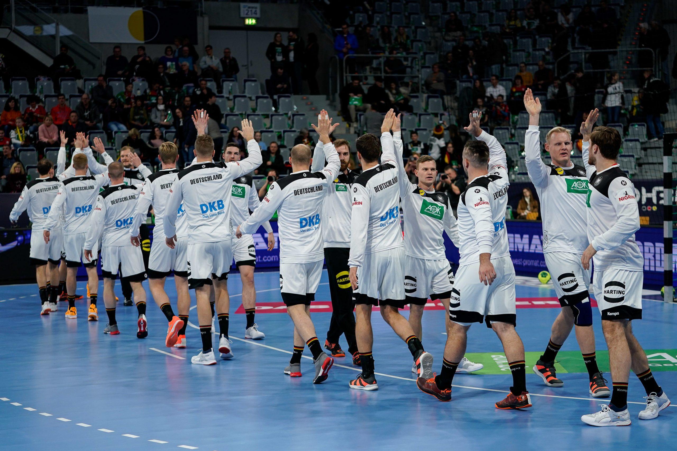 Spieler der deutschen Handballnationalmannschaft vor dem Spiel gegen Island Foto: picture alliance