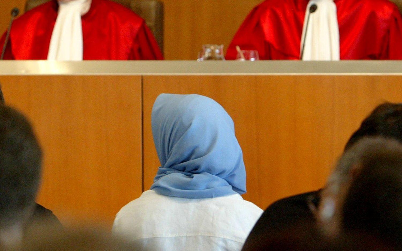 Moslemin in Gerichtssaal