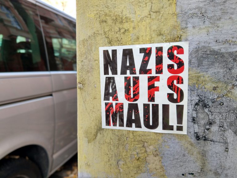 Nazis aufs Maul