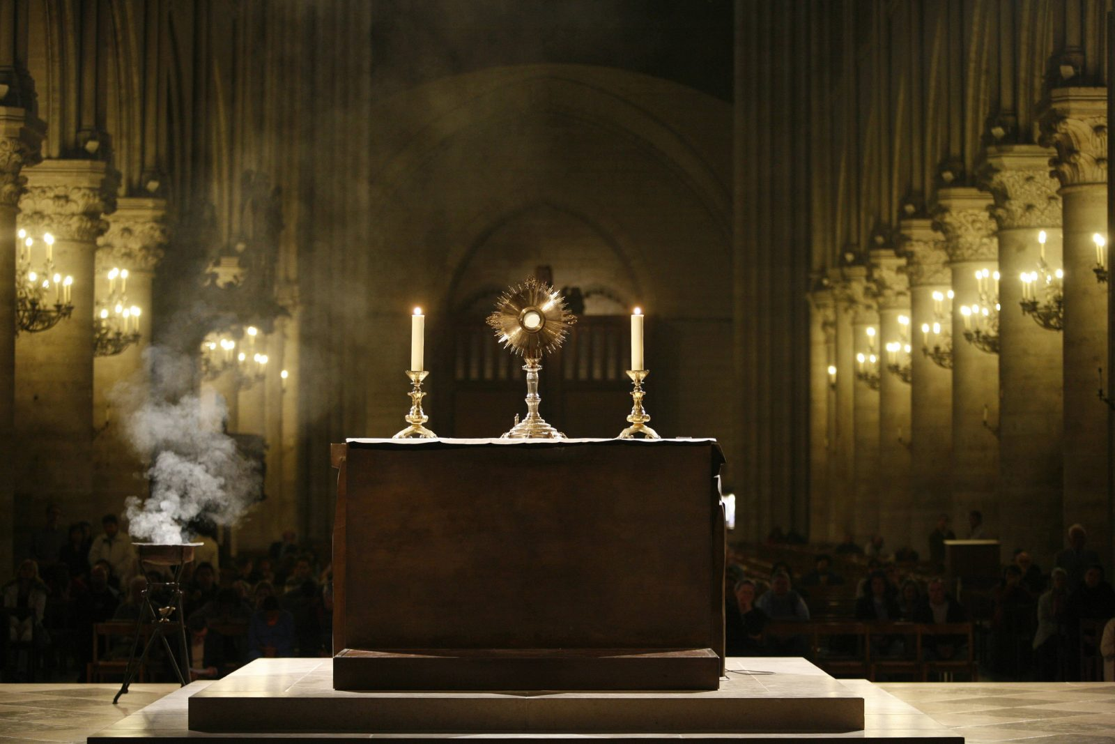 Holy sacrament in Paris cathedral, Paris, France, Europe