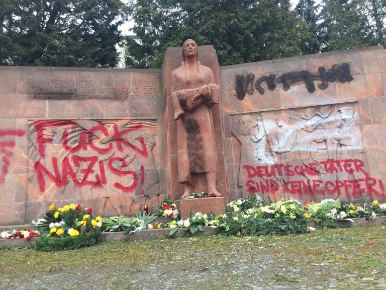 Mahnmal in Chemnitz beschmiert