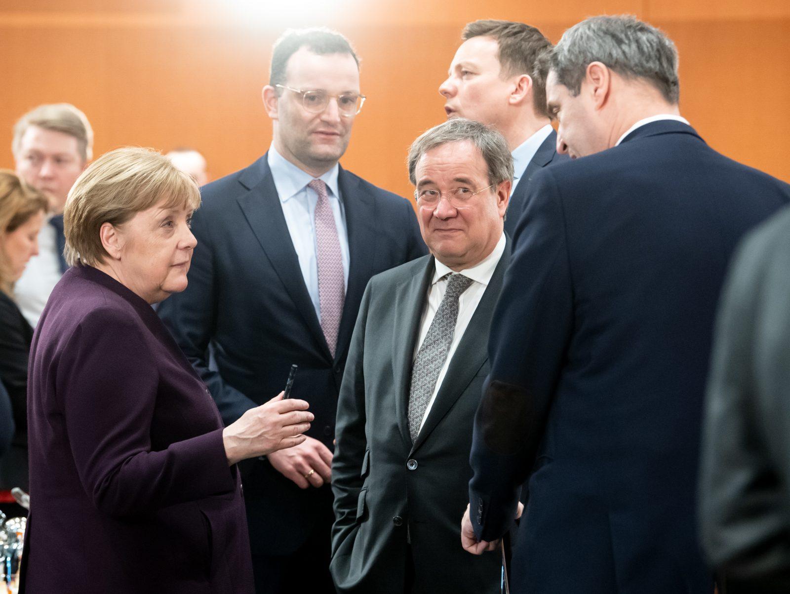 Angela Merkel (CDU, l.), Jens Spahn (CDU), Armin Laschet (CDU) und Markus Söder (CSU)