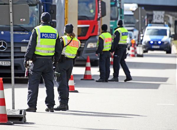 Grenzkpntrollen am ÜbergangNeulauterburg