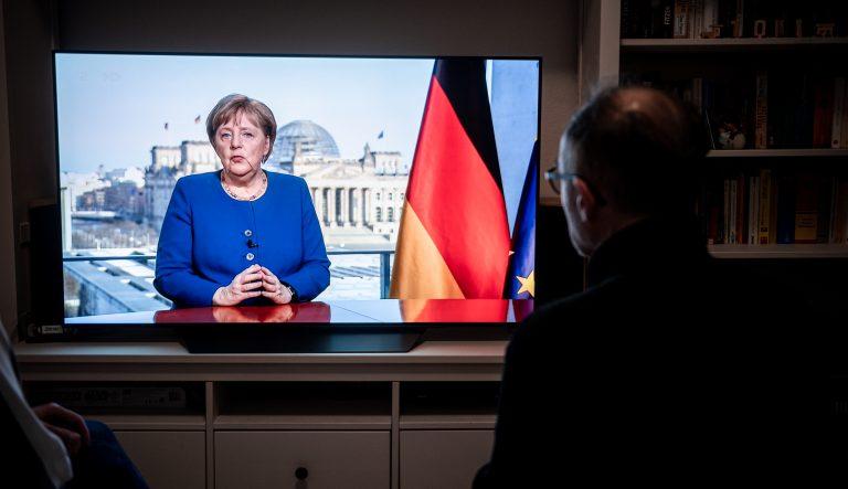 Angela Merkel (CDU) hält Fernsehansprache