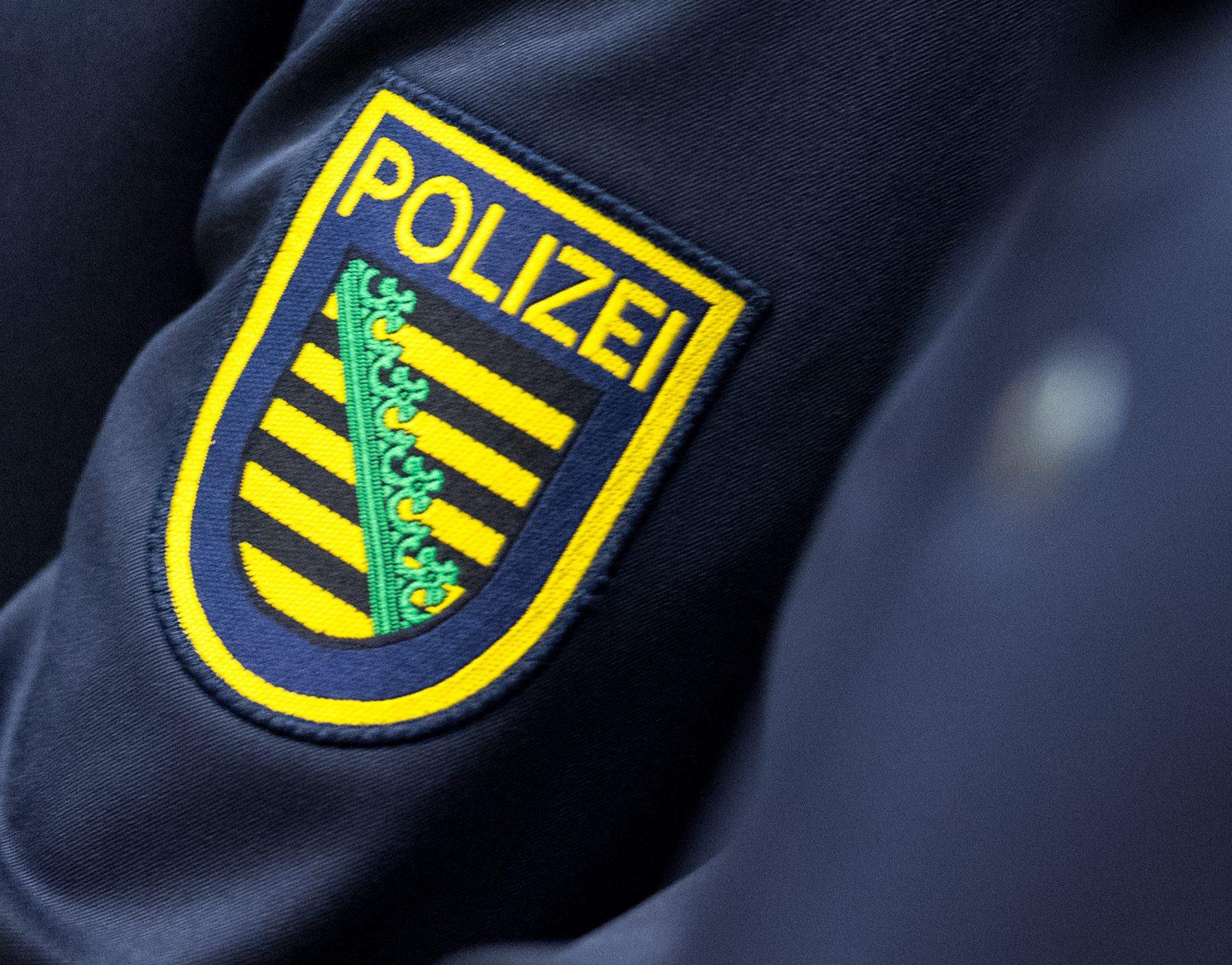 Sächsisches Landeswappen auf einer Polizeiuniform Foto: picture alliance/Monika Skolimowska/dpa-Zentralbild/dpa