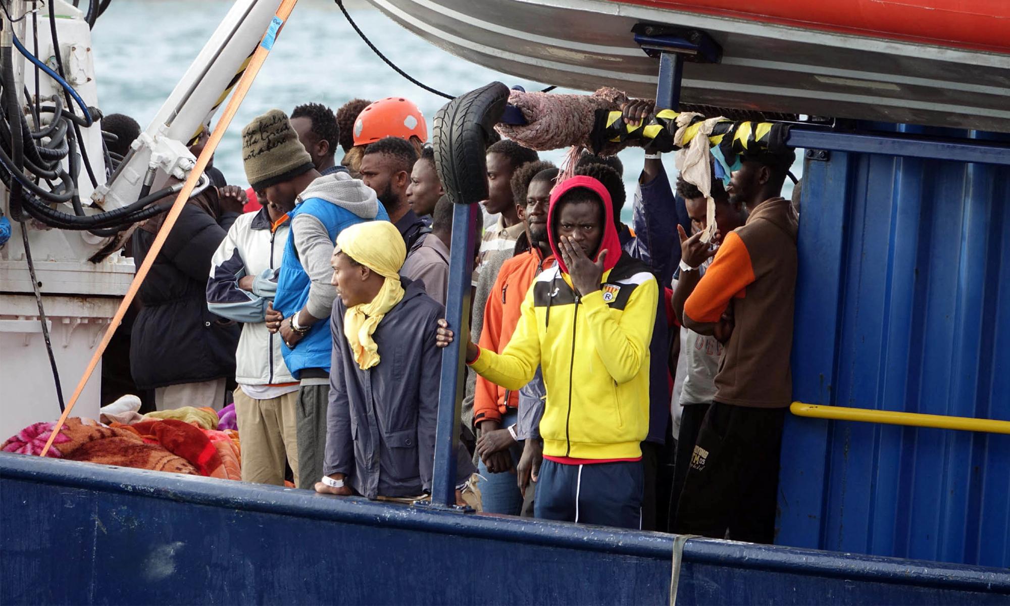 """Migranten auf der """"Alan Kurdi"""""""