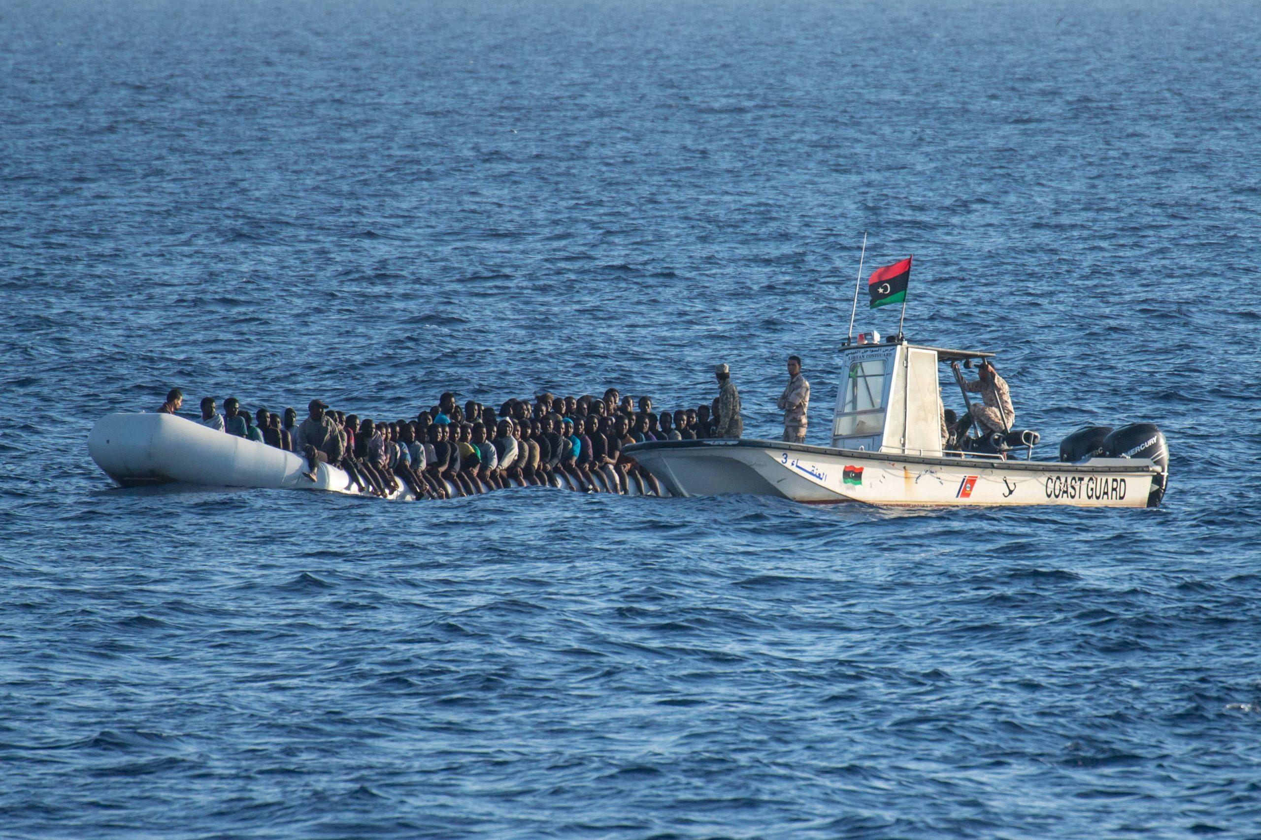 Migranten auf dem Mittelmeer (Archivbild) Foto: imago images / Christian Ditsch