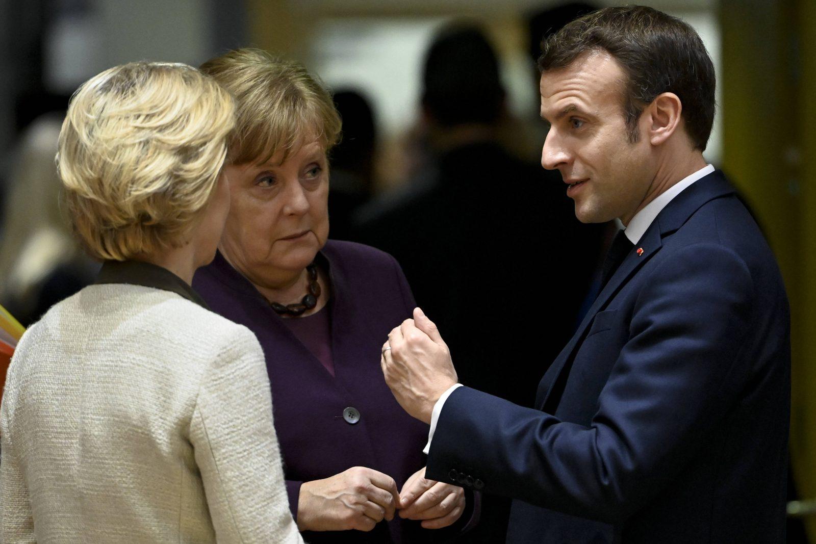 Ursula von der Leyen (l.), Angela Merkel (beide CDU) und Emmanuel Macron