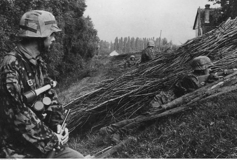 Angehörige der Waffen-SS