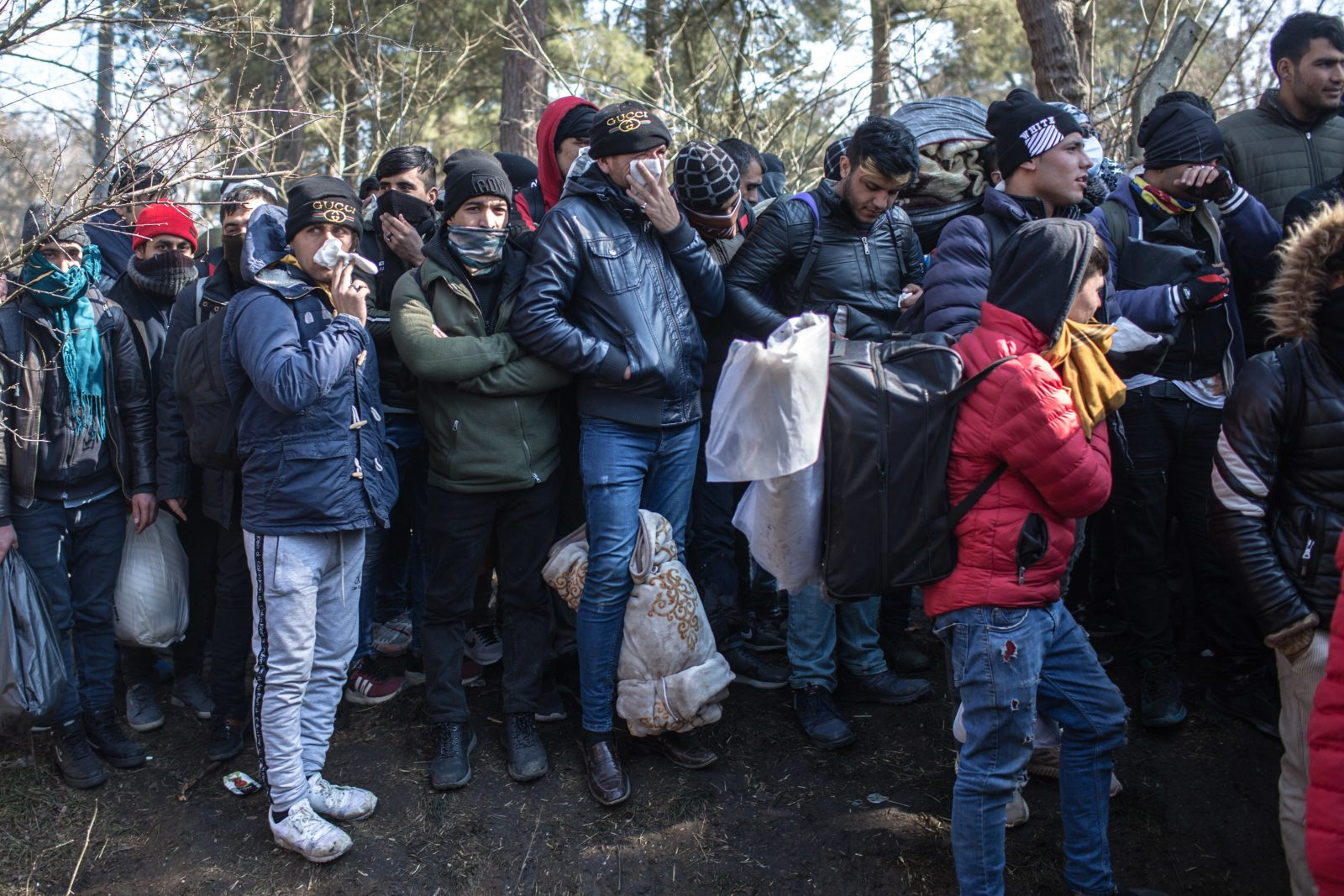 Migranten am türkisch-griechischen Grenzübergang.