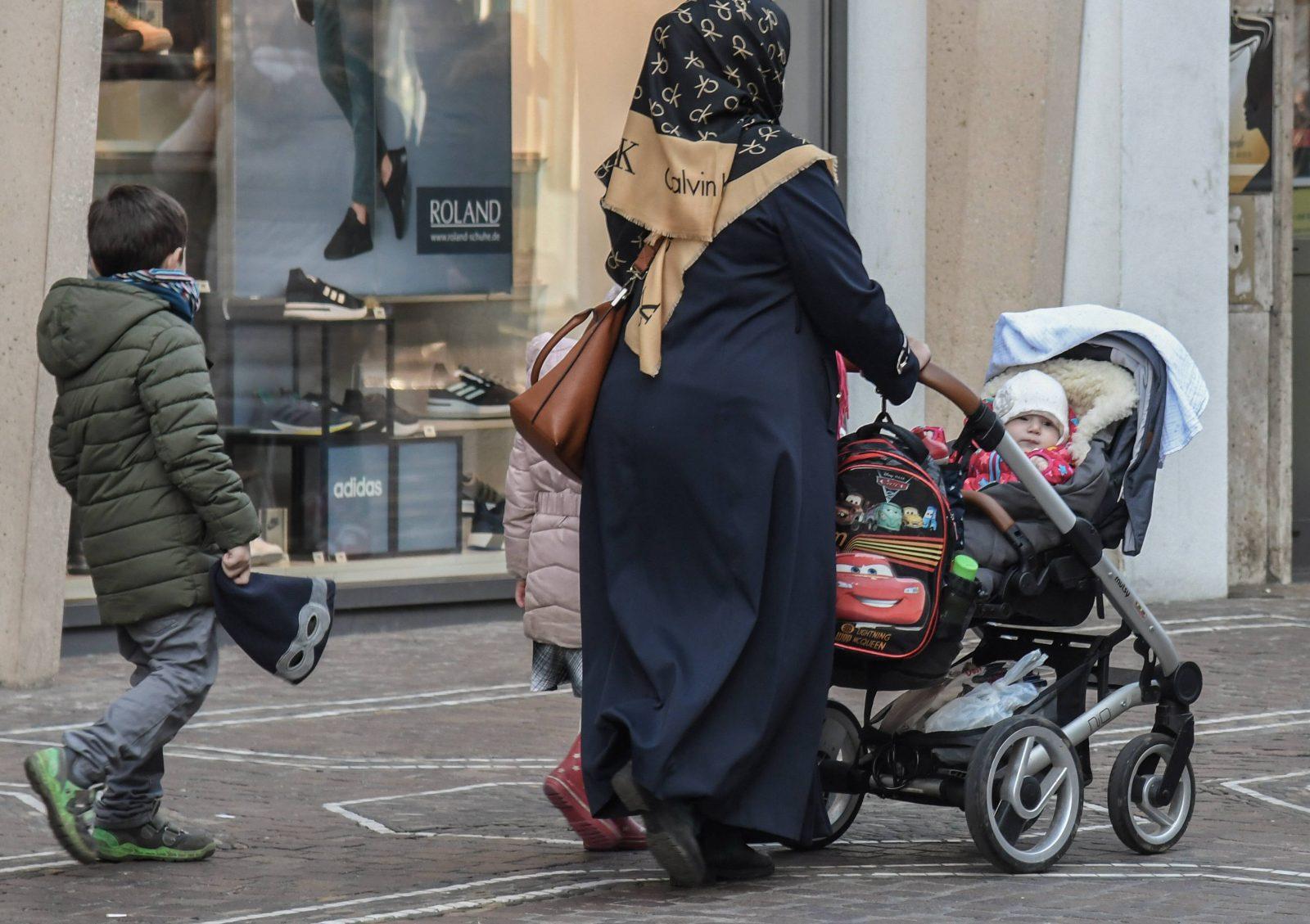 Moslemin mit Kindern in Freiburg
