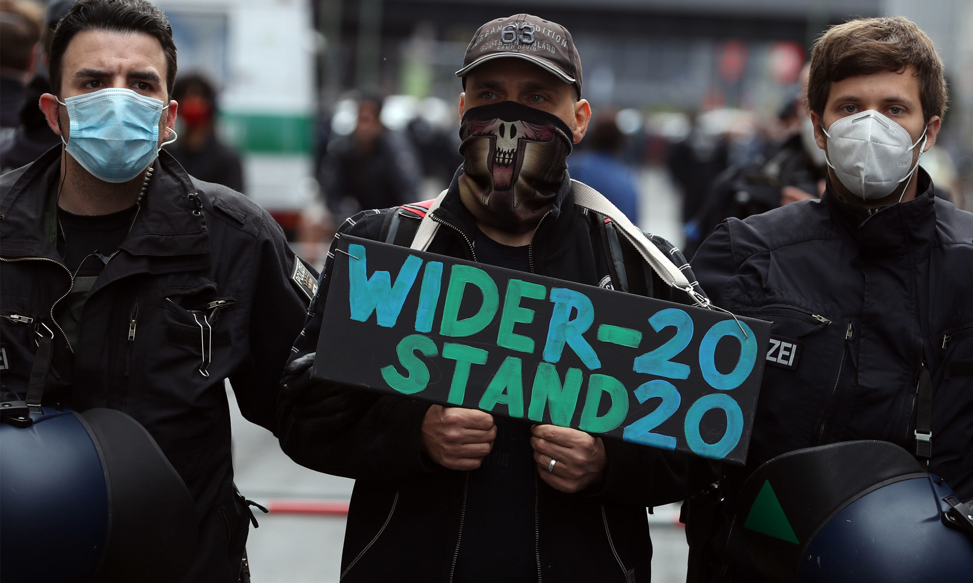 """Widerstand 2020""-Demonstrant"
