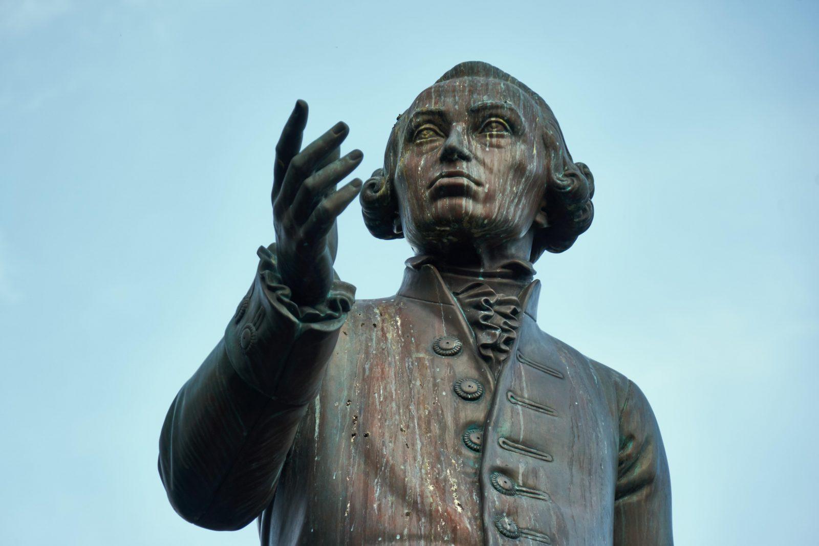Denkmal für den Philosopen Immanuel Kant in Königsberg: Ein Bonner Historiker nimmt den Denker ins Visier Foto: picture alliance/imageBROKER