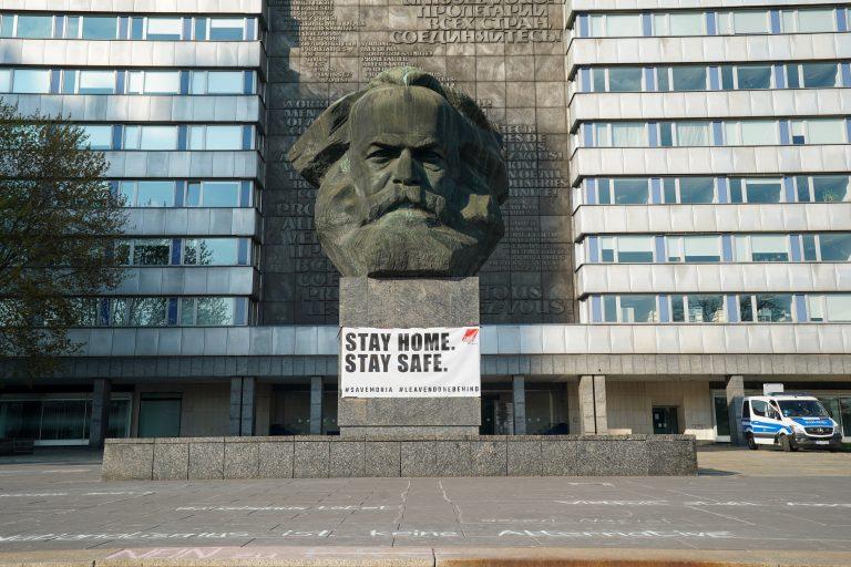 Das Karl Marx Denkmal in Chemnitz erstrahlte nicht in rot Foto: picture alliance/Peter Endig/dpa-Zentralbild/ZB