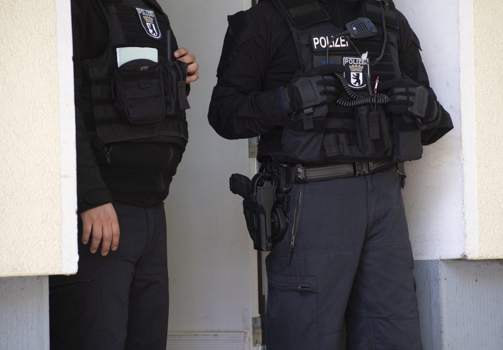 Berliner Polizisten im Einsatz (Archivbild) Foto: picture alliance/Paul Zinken/dpa-Zentralbild/dpa