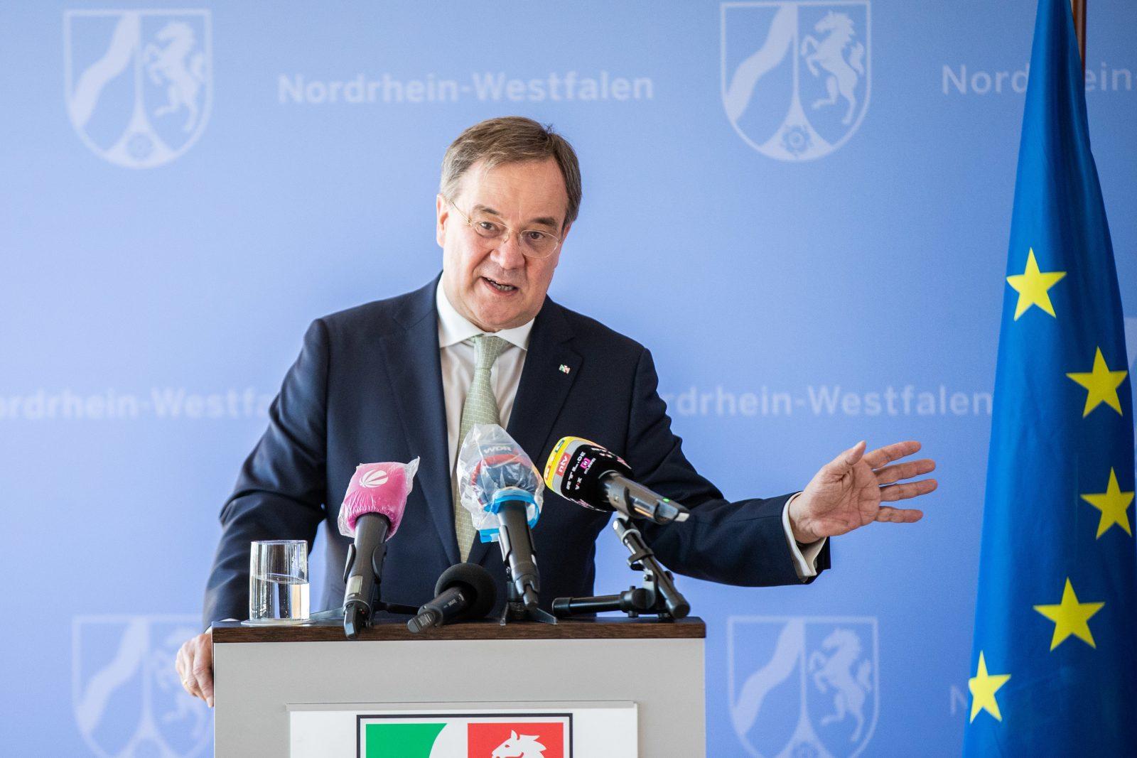 Nordrhein-Westfalens Ministerpräsident Armin Laschet (CDU) plädiert für mehr Europa zur Bewältigung der Corona-Krise und lobt Bundeskanzlerin Angela Merkel (CDU) Foto: picture alliance/Marcel Kusch/dpa
