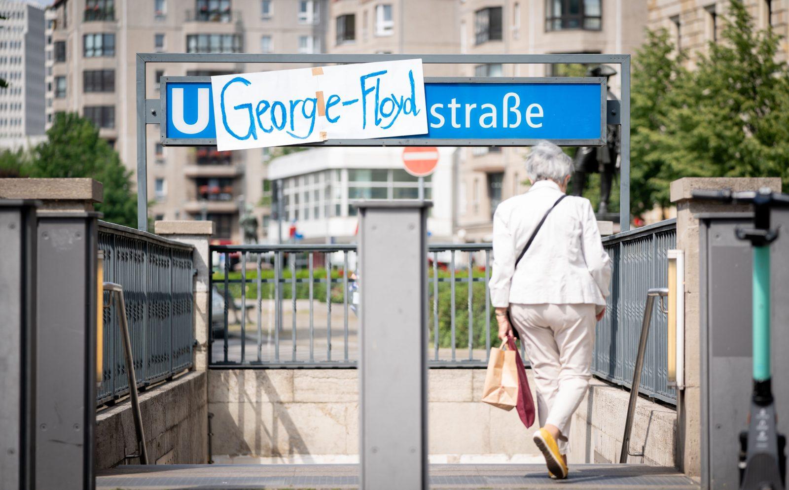 U-Bahnhaltestelle Mohrenstraße: Kurzerhand umbenannt Foto: picture alliance/Kay Nietfeld/dpa