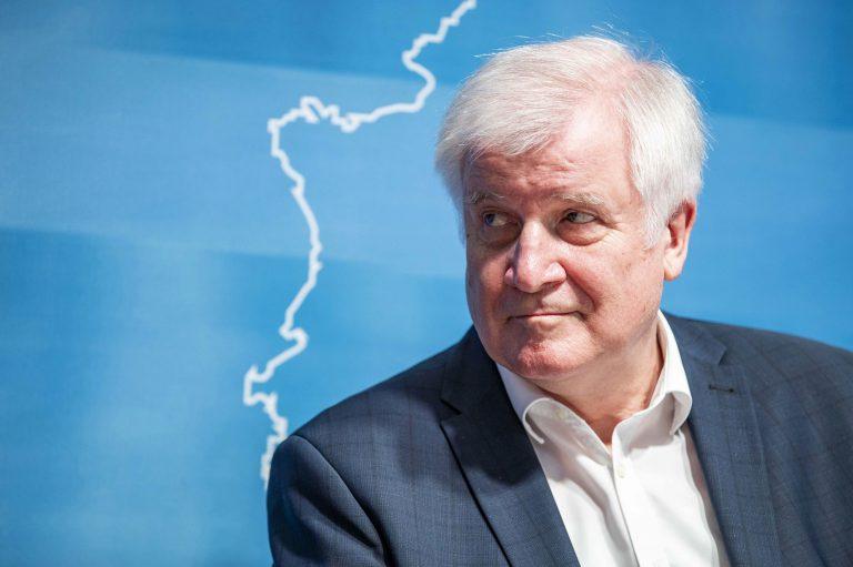 Bundesinnenminister Horst Seehofer (CSU) bleibt seiner Unbeständigkeit treu Foto: picture alliance/Geisler-Fotopress