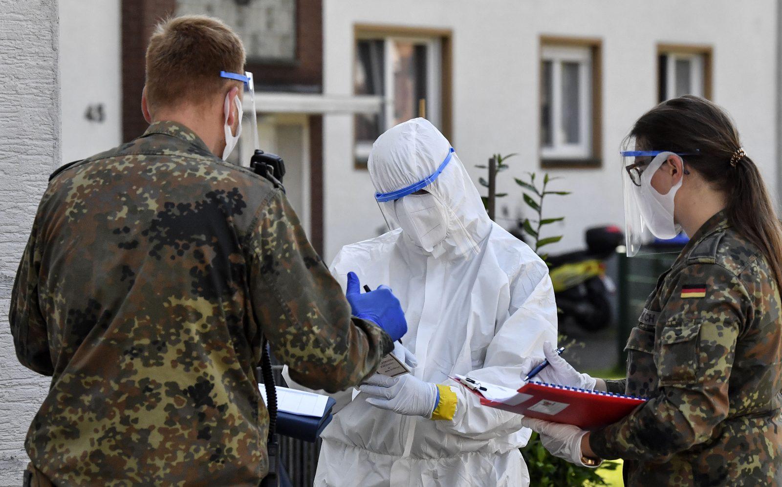 Bundeswehr unterstützt Behörden in Gütersloh Foto: picture alliance / AP Photo
