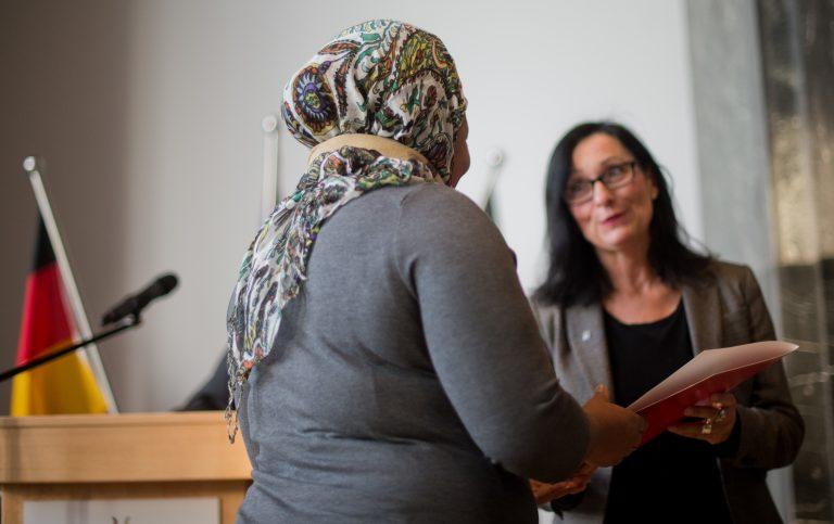 Einbürgerungszeremonie in Hannover Foto: dpa