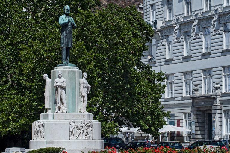 Das Denkmal für den ehemaligen Wiener Bürgermeister Karl Lueger auf dem gleichnamigen Platz in Österreichs Hauptstadt Foto: picture alliance / Imagno